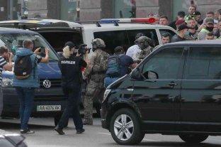 Fue detenido el hombre que se había atrincherado en un banco de Ucrania