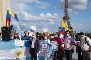 Argentinos residentes en Francia repudiaron la llegada de Mauricio Macri -  -