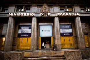 El Gobierno oficializó el acuerdo de reestructuración de deuda   -  -