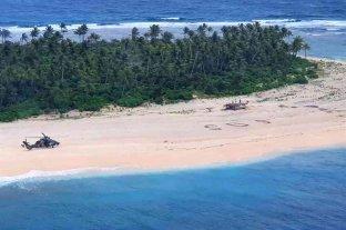 Rescataron a tres hombres en una isla desierta del Pacífico tras escribir SOS en la arena