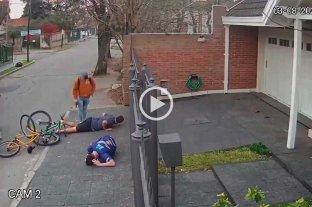Video: disparan al suelo para robarles una bicicleta