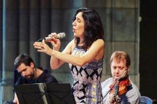Canciones para esquivar la distancia - En otros tiempos: Cecilia durante un concierto presencial realizado en 2019. Hoy, pese a las restricciones, continúa activa y presenta distintos trabajos a través de las plataformas virtuales. -