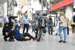 Robo, repudio e intervención policial en plena peatonal santafesina -