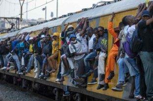 """Sudáfrica aún """"no está fuera de peligro"""" por el coronavirus, aunque ve signos positivos"""
