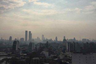 """El humo de los incendios del Delta llegó a Buenos Aires y provocó """"visibilidad reducida"""" -  -"""