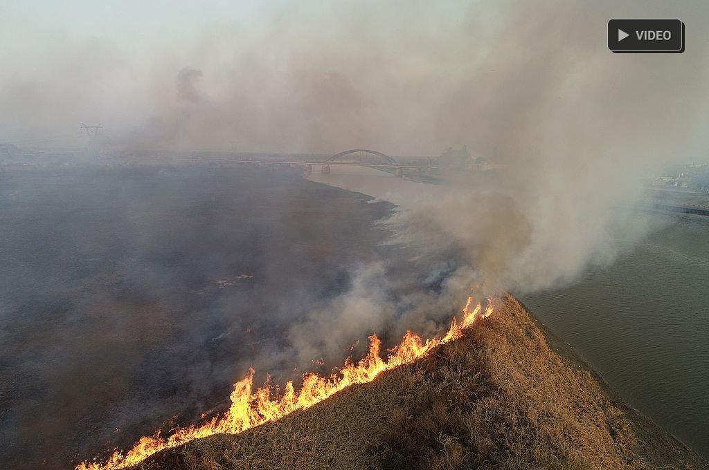 Desde el drone de El Litoral: impactantes imágenes de los incendios en Santo Tomé -  -