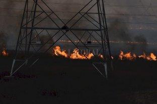 Dramática quema de pastizales  a metros del Puente Carretero