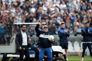 Médico del plantel de Gimnasia consideró que Maradona no tiene que ir a los entrenamientos