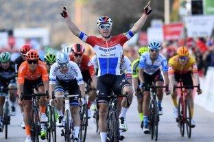 El ciclista neerlandés Jakobsen salió del coma y mejora