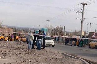 Neuquén: balearon a un taxista en medio de un tiroteo