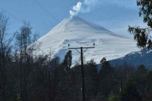 """Registran sismo de """"largo período"""" y explosión en el volcán Villarrica"""