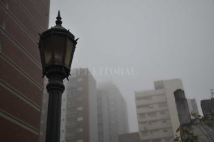 Mañana de sábado con niebla y visibilidad reducida en la ciudad
