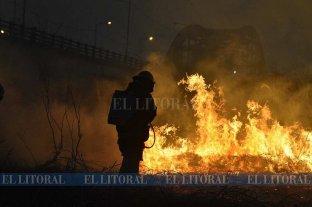 Las notas periodísticas cubiertas durante la semana por los reporteros gráficos de El Litoral - Llamas a metros del Puente Carretero -