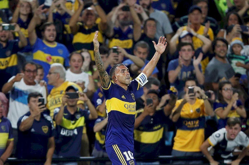 Tevez festejando el último campeonato. El ídolo seguirá en Boca. Crédito: Archivo