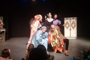 Una obra santafesina en el Festival virtual de Teatro de Encarnación - Inspirada en la novela publicada por Bram Stoker y basada en el libro de Patricia Reyna, la obra aborda el universo del conde Drácula en clave infantil. -