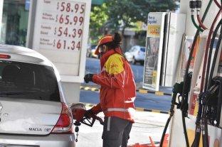 El gobierno analiza cuánto y cuándo aumentará el precio de  la nafta -  -