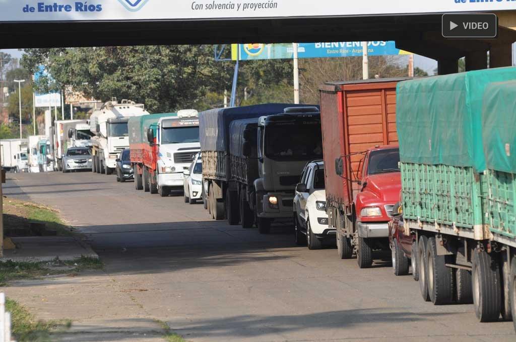 """Covid-19: exigencia y control de  hisopados en el Túnel, el otro """"peaje"""" - Circulación comunitaria. La medida sanitaria fue tomada por las autoridades santafesinas debido a que en Paraná el virus circula en la comunidad. -"""