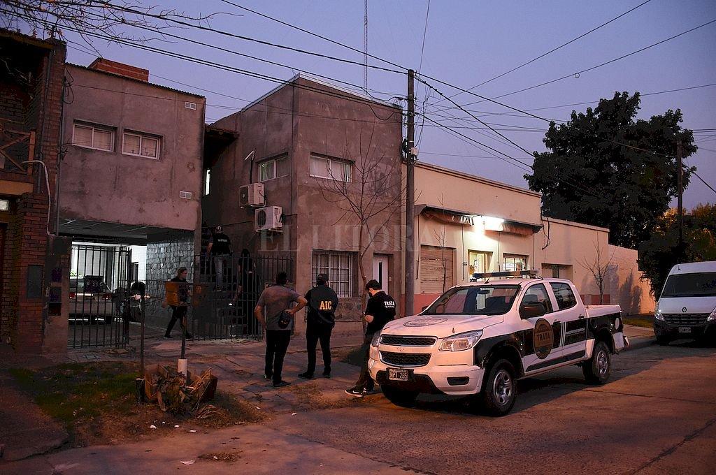 Efectivos de la Agencia de Trata y fiscales de la Unidad Gefas allanaron una propiedad de Piedras al 6.300 la semana pasada, donde detuvieron a un hombre de 57 años y una mujer de 27. Crédito: Pablo Aguirre