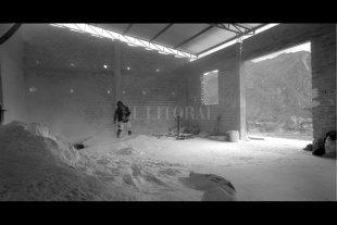 """Destruir para poder crear - """"Buscamos el tratamiento estético y visual de una determinada atmósfera o clima a través de la imagen en blanco y negro, cuenta el director. -"""