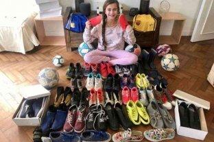 Juega al fútbol, tiene 10 años y creó una campaña para donar botines a chicos carenciados