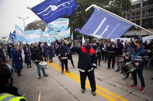 Trabajadores de LATAM protestan y marchan en defensa de los 1.700 puestos de trabajo