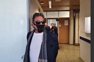 Detienen al creador del antivirus McAfee por utilizar una tanga como mascarilla