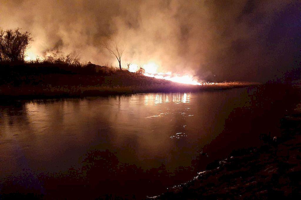 Los incendios forestales en Rincón, ocurrieron el mismo día que los de las islas entre Santo Tomé y Santa Fe. Crédito: Gentileza