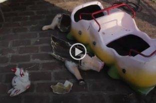 Parque de la Alfombra Mágica: vandalizaron los animalitos de la calesita -  -