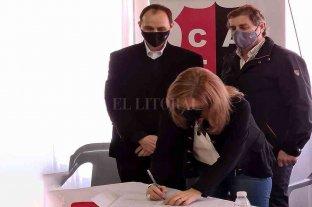 Rasetto participó de la entrega de asistencia económica a clubes de Iriondo