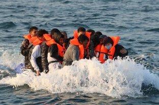 Reino Unido y Francia evalúan medidas para impedir el cruce de inmigrantes