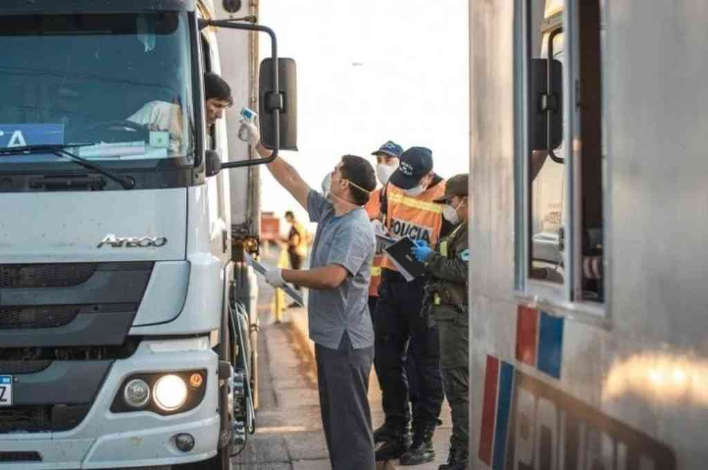 En todos los ingresos a San Juan se le realizan hisopados a los camioneros. Crédito: Gentileza
