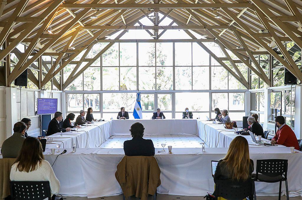El presidente Alberto Fernández mantuvo una reunión con los médicos y científicos que conforman el comité de expertos que lo asesora en la evolución de la pandemia de coronavirus.  Crédito: Presidencia de la Nación