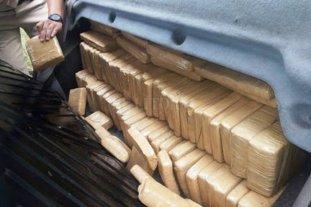 Llevaban 100 kilos de marihuana en una camioneta ploteada como ambulancia oficial