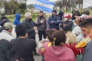 El senador Baucero y ediles justicialistas se reunieron con vecinos que cortaban la ruta 1
