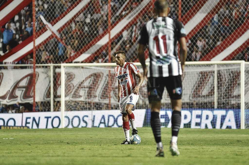 Jonathan Bottinelli ha resuelto parar la pelota. Tiene ofrecimientos, entre ellos el de Unión. ¿Qué hará? Crédito: Pablo Aguirre