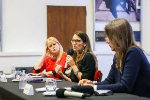 Tres mujeres con programa contra la violencia de género