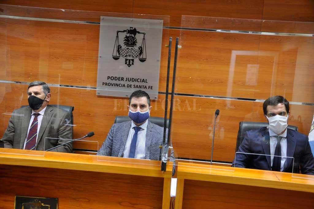 """Los jueces Gustavo Gon, Santiago Banegas (presidente) y Martín Gauna Chapero, descartaron que el hecho estuviera agravado por """"alevosía"""" como pretendió la acusación. Crédito: Gentileza Antonio Ávalos"""