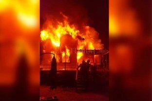 Video: colosal incendio  de una vivienda de Arroyo Leyes
