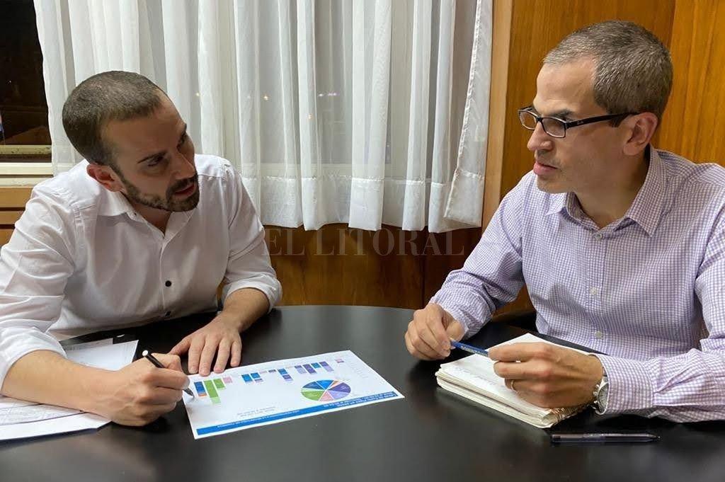 El secretario de Finanzas Diego Bastourre y el subsecretario de Financiamiento Diego Tosi exlicaron los mecanismos de la operación. Crédito: Gentileza Ministerio de Economía