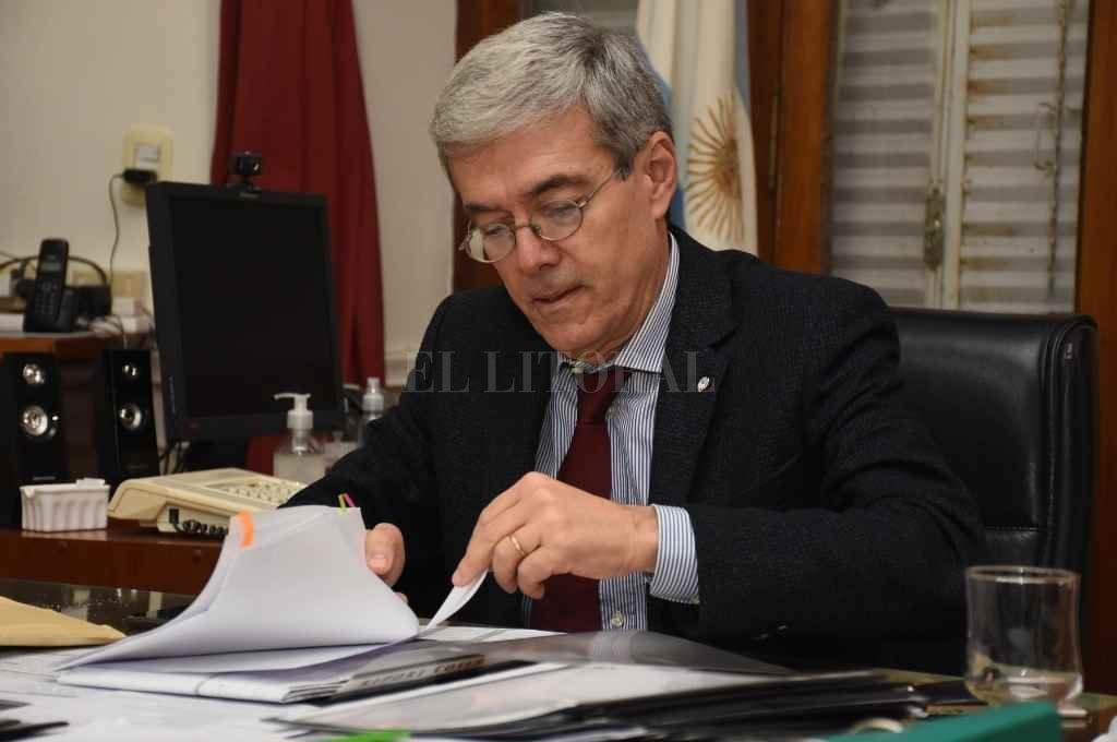 El ministro de Economía de la provincia, Walter Agosto.   Crédito: Archivo El Litoral
