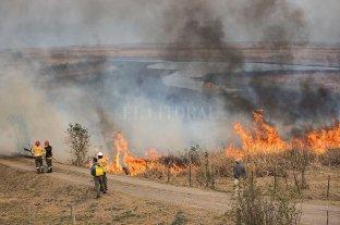 Primer informe oficial: la acción humana, detrás de casi todos los incendios que afectan a 11 provincias