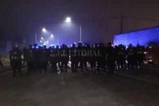 Megaoperativo policial desalojó a  obreros de Algodonera Avellaneda