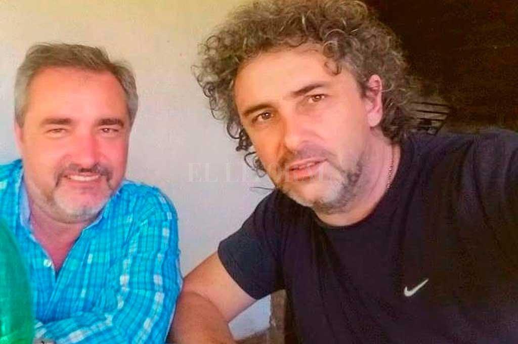 Con Gustavo, su hermano, que junto a Leo forman el pilar necesario en su vida. Crédito: Gentileza