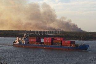 Obras ilegales: lo que esconde el humo de los incendios en las islas frente a Rosario