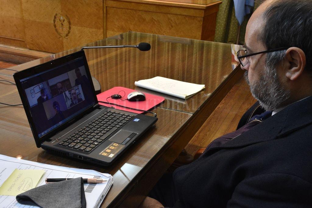 El camarista Fabio Mudry estuvo al frente de la audiencia realizada por Zoom el pasado 21 de agosto. Crédito: Guillermo Di Salvatore