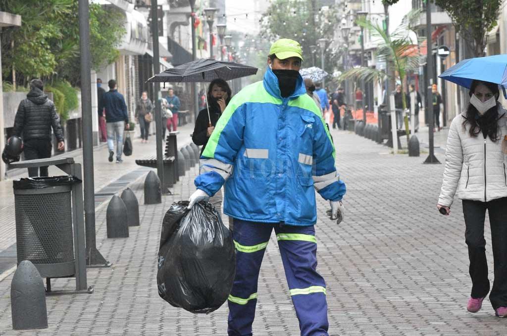 La gestión de los residuos en la ciudad demanda enormes desafíos al municipio. La renegociación de la deuda que mantenía con las empresas otorga certidumbre y posibilitará mejorar el servicio. Crédito: Flavio Raina