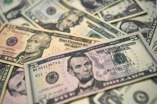 """Dólar: el blue cerró el mes a $ 141 y el """"solidario"""" a $ 161,18"""