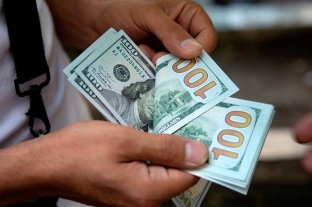 """Dólar hoy: Aumenta a 79,75 en el Banco Nación y el """"blue"""" cotiza a $ 145"""