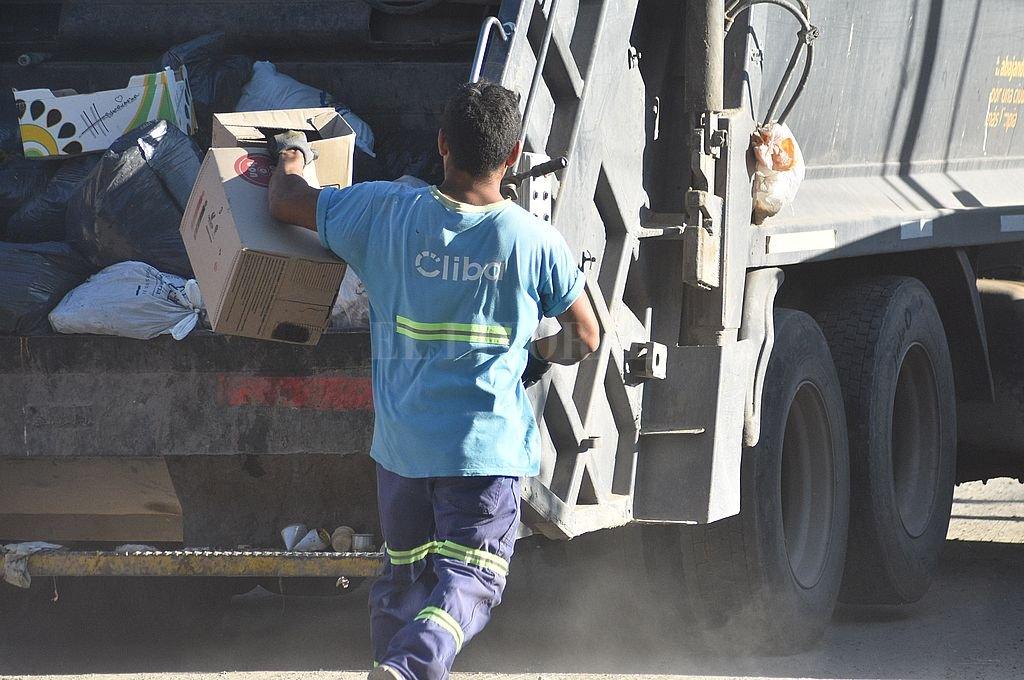 La renegociación de los contratos con las prestatarias del servicio de recolección de residuos despertó la polémica en el Legislativo local. Crédito: Mauricio Garín / Archivo El Litoral