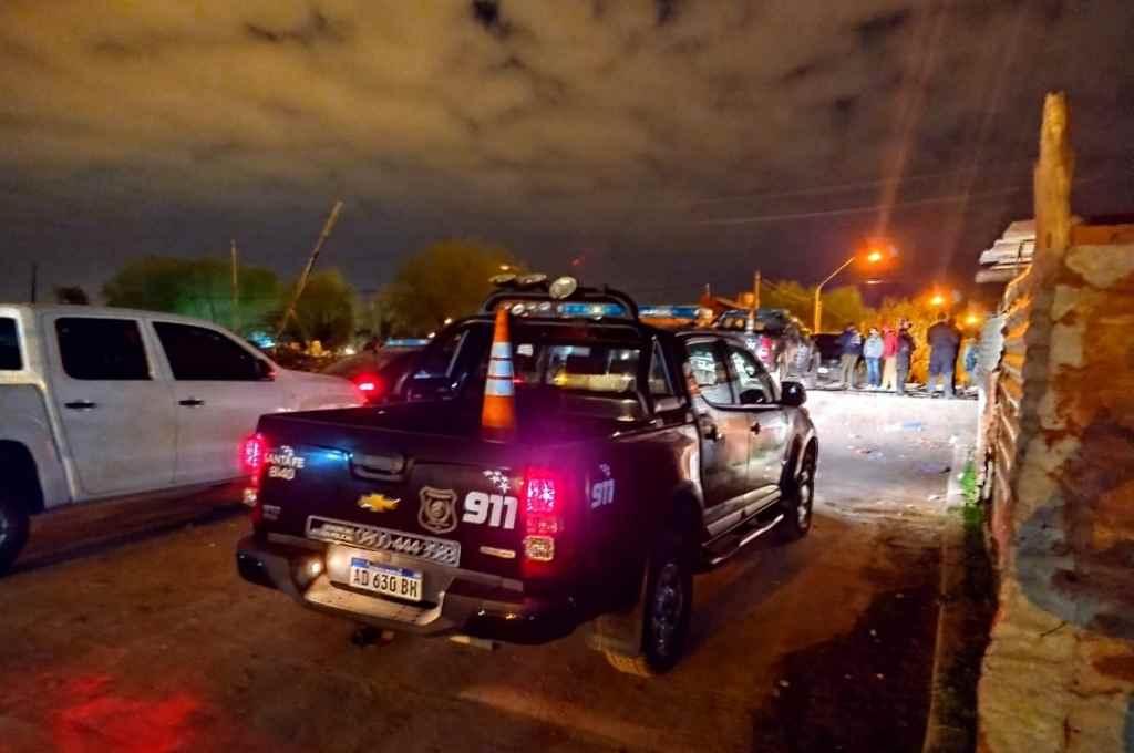 La policía trabajó en la escena del violento suceso.    Crédito: Gentileza